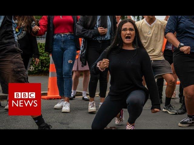 Christchurch shootings: Students perform Haka for attack victims - BBC News