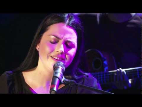 Download Lagu Evanescence - Bring me to life (Live in Germany) MP3 Free