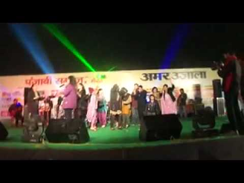 NIDHI KOHLI SINGING SAJNA JI WARI WARI AT MERUT LOHRI CELEBRATION...