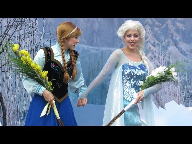 """Anna and Elsa's Official Welcome with Olaf, Lead Guests in Singing """"Let it Go"""" at Frozen Summer Fun"""