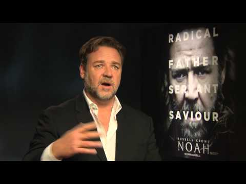 Russell Crowe talks beards and loving Twitter!
