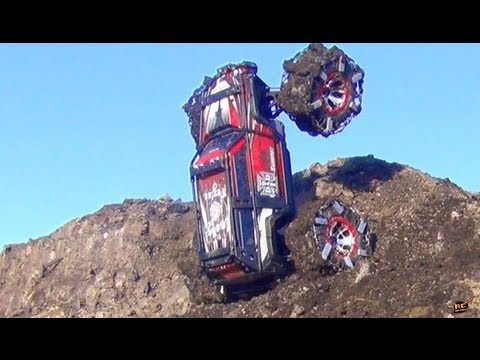 RC ADVENTURES - TRAXXAS SUMMiT - SPiKED CHAiNS Claw into the MUD CLiFF WiTH EASE!