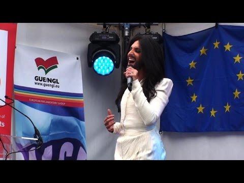 Concert du travesti Conchita Wurst devant le Parlement européen