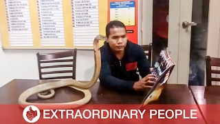 Snake Whisperer Reads to Cobra