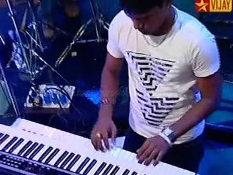 Usure Poguthey  HD -- Karthik with Bennet and the band