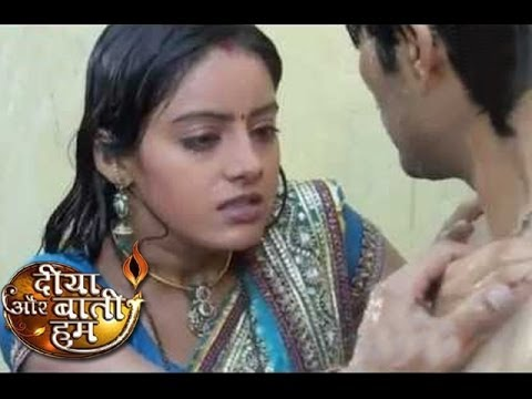 Sandhya of Diya Aur Baati Hum GETS INTIMATE with Actor In Front...