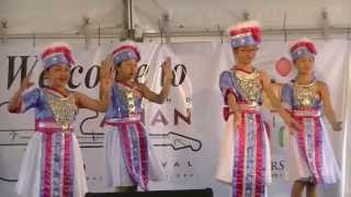 Southeast Asian dance by Young Hmong girls at Cleveland Asian Festival