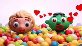 Princess Elsa costumes fun 💕 Stop motion funny cartoon for children