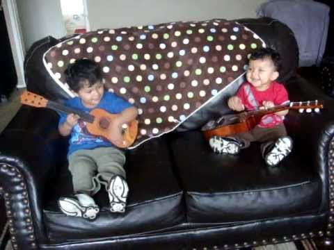 Videos Chistosos De Bebes, Tocando Guitarra