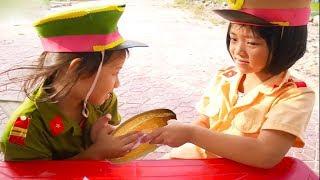 Kids Pretend Play With Police Costume   bé làm công an # bạch vân tv #11
