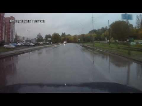 Занесло на мокрой дороге .