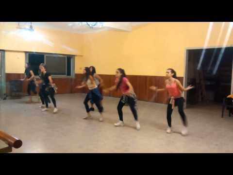 Yandel - Moviendo Caderas ft. Daddy Yankee - Instituto GB Ritmos