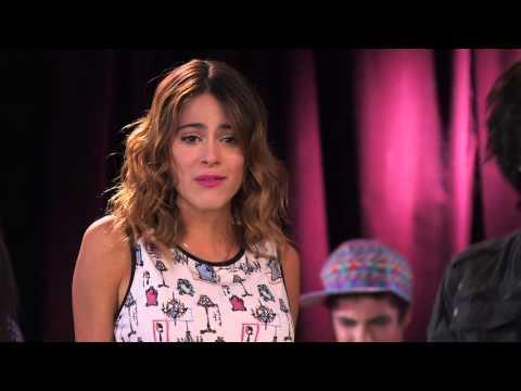 Vilu y los chicos cantan ¨Algo se enciende¨ | Momento Musical | Violetta