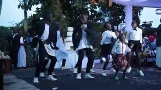 Kadondo style wedding performance with Ghetto Kids