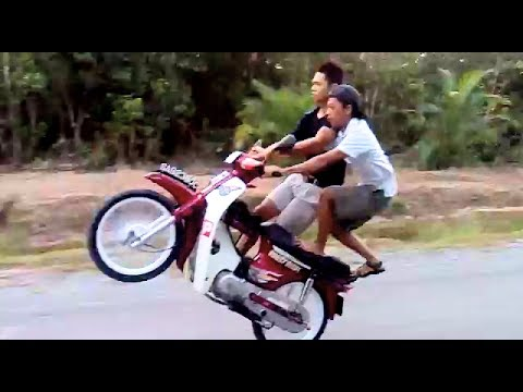 PUBLIC ROAD CRAZIEST BIKE STUNTS by asian motorcyle riders