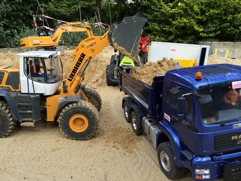 Liebherr 944 and 576 working in a sand pit Part 1