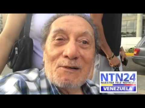 Anciano venezolano acudió a firmar por el referendo contra Nicolás Maduro