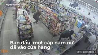 Ăn trộm gặp ăn cướp. Trong cái rủi còn có cái may.