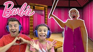 GRANNY AND SLENDRINA ARE ACTUALLY BEAUTIFUL!! Granny Barbie Mod Gameplay