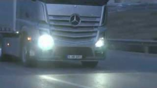 Der neue MB Actros MP4 (17/23) : Scheinwerfer   -   Video ..........Oeni