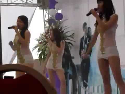 3 cô gái nhảy Sexy tại đám cưới