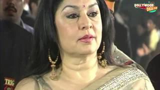 HOT Aunty Saree Slips! Kiran Juneja Wardrobe Malfunction at Filmfare!
