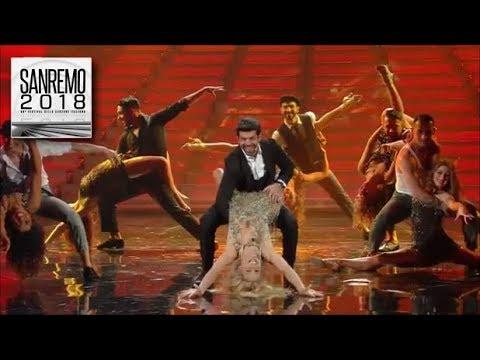 Sanremo 2018 - Pierfrancesco Favino recita, canta e balla con Michelle un travolgente 'Despacito'