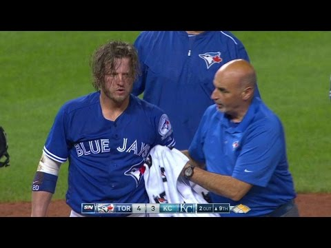 TOR@KC: Donaldson gets hit on his face, stays in game