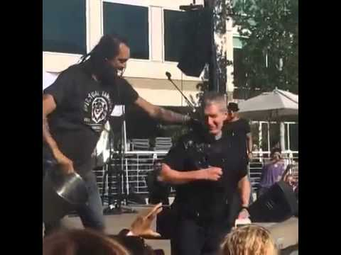Tim Cook takes ice bucket challenge - Beer Bash