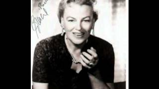 Watch Gracie Fields Ave Maria video