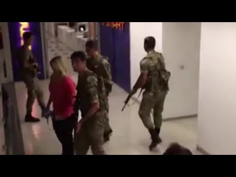 Videos shows soldiers clear out CNN Turk