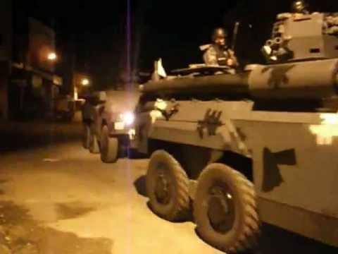 لحظة دخول المدرعات الى  ضاحية المرج في محافظة الكرك