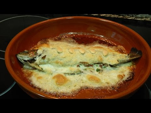 Trucha al horno con salsa de almendras / Receta fácil