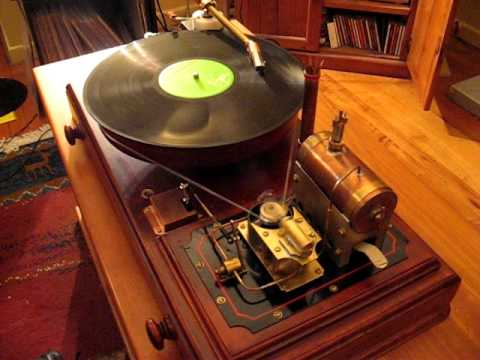 God save the Queen - in steam! A Steampunk record player.