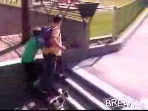 Father Assaults Skateboarding Kids Video