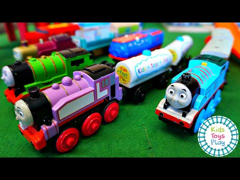 Thomas and Friends Mystery Wheel Train Crashes with Hot Wheels