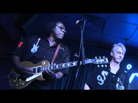 Joe Louis Walker with Lil Ed Williams at the Iridium, NY 2011 Part 1.