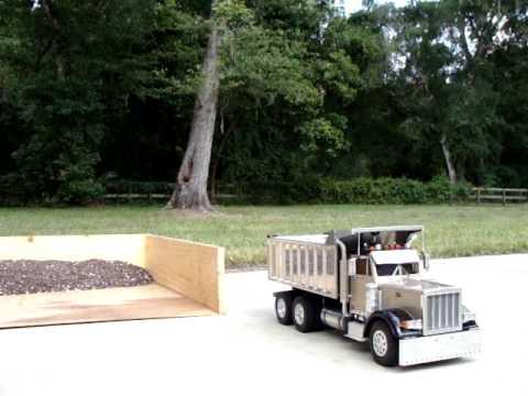 wedico 966g loading a tamiya king hauler dump truck (POV)