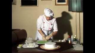 Праздничное оформление торта.