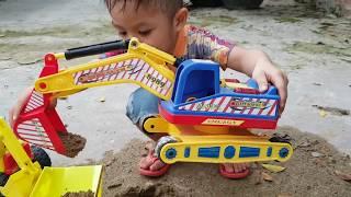 Bóc hộp chiếc xe máy xúc mới tại bãi cát, excavators, trucks, dump trucks ❤ChiChi ToyReview TV❤