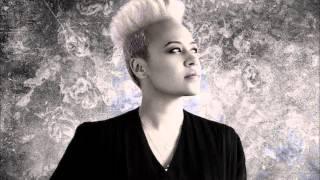 Watch Emeli Sande Winter Wonderland video