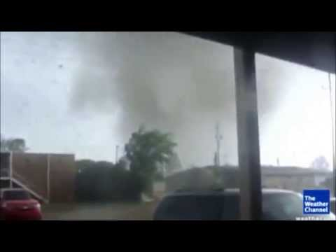 TRĄBY POWIETRZNE --- Tornadoes