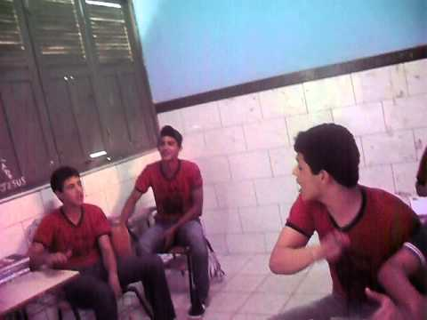 Brego do 3, Os cantores do fundo! video 1