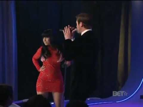 Robin Thicke Ft. Nicki Minaj. Shaking it for Daddy  live