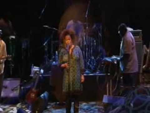 Jill Scott singing 'All I' at the House of Blues