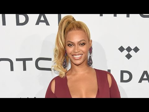 Beyonce Waves Off Assistant Who Tried To Cover Her Cleavage thumbnail