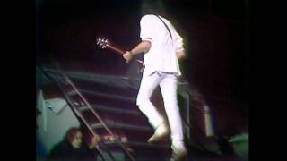 Watch Queen Guitar Solo (Live) video