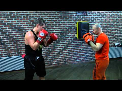 Уроки бокса. «Сайд степ» — отработка шагов в сторону