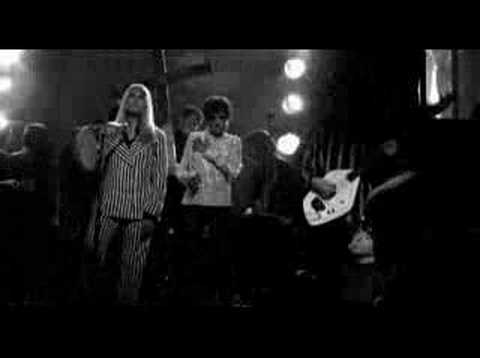 Factory Girl Scene - who plays this music in the film??