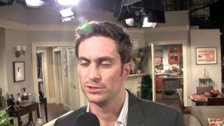Oliver Hudson On The Set Of 'Rules Of Engagement'